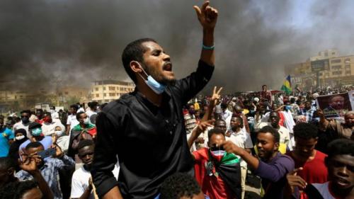 عرض الصحف العربية..  هل الأفضل أن يتظاهر السودانيون لتصحيح مسار الثورة أم لدعم حمدوك؟